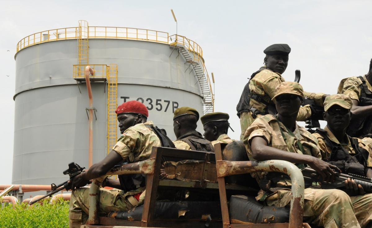 Security forces patrol the Dar Petroleum Operating Company oil production operated in Palogue oil field within Upper Nile State in South Sudan, September 7, 2016. REUTERS/Jok Solomun